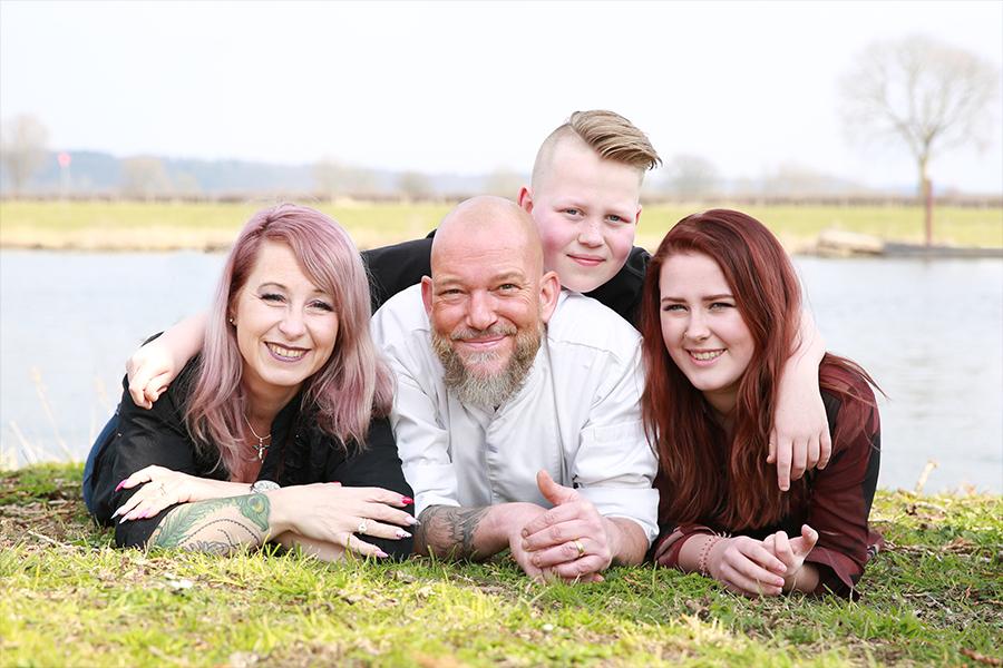 familieportret aan de maas Cuijk
